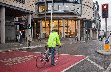 showing a cyclist using an ASL in Edinburgh