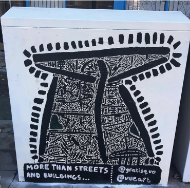 A mural painted by Gratis Quo on a utility box on Leith Walk.